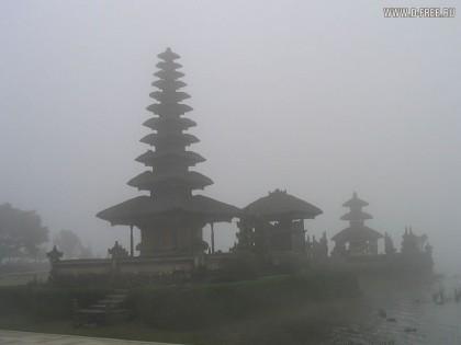 Пагоды в тумане