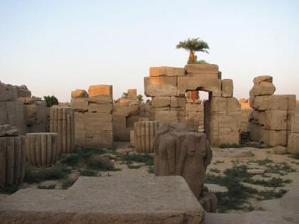Карнакский храм. Каменные блоки дорабатывались по месту