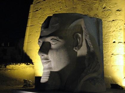 Луксорский Храм. Голова профессора Фараона