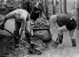Женщины на стройке. СССР