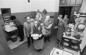 Коммунальная кухня. СССР. Вероятно середина 80х