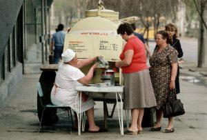 Продажа кваса из бочки. СССР. Вероятно середина 80х