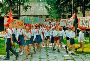 Пионеры в пионерском лагере. СССР. Вероятно середина 80х